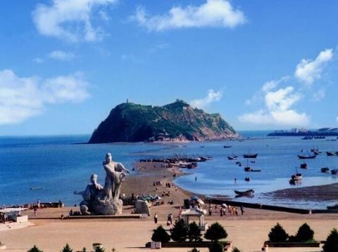 【海滨浴场】兴城海滨是国家级风景名胜区.